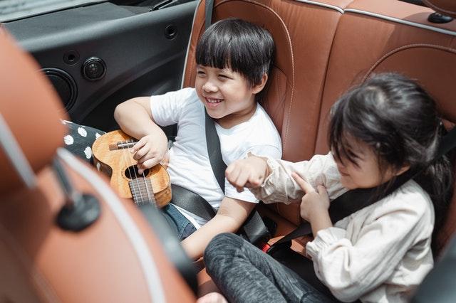 Lange im Auto mit Kindern